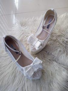 Sepatu pengantin brokat pita